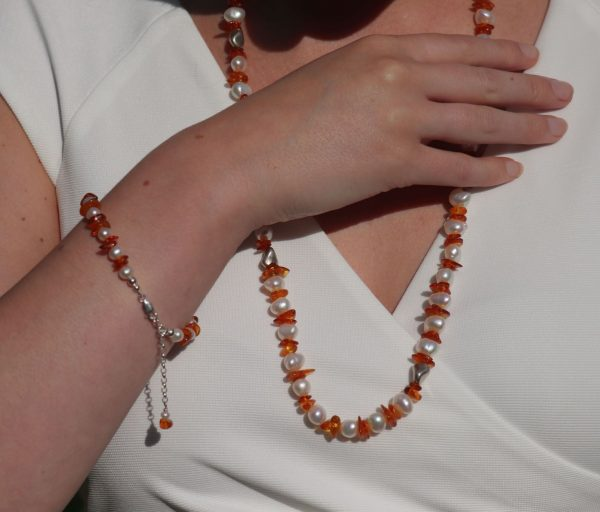 Baltic Cognac Amber, Baroque Pearl and Silver Necklace and bracelet 2-min (1)