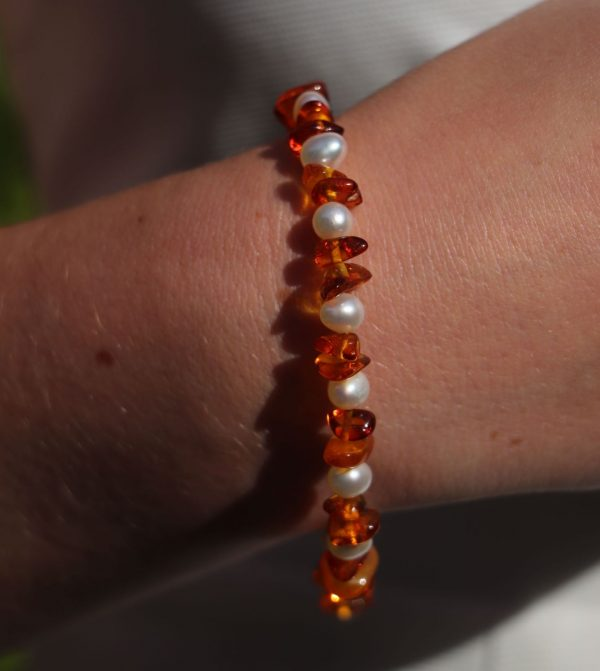 Baltic Cognac Amber, Freshwater Cultured Pearl and Silver Bracelet 1-min