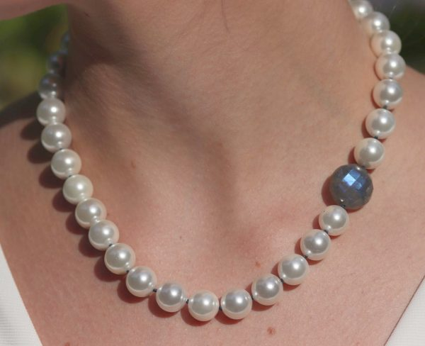 Chunky Faux Pearl and Labradorite Necklace 1-min (1)