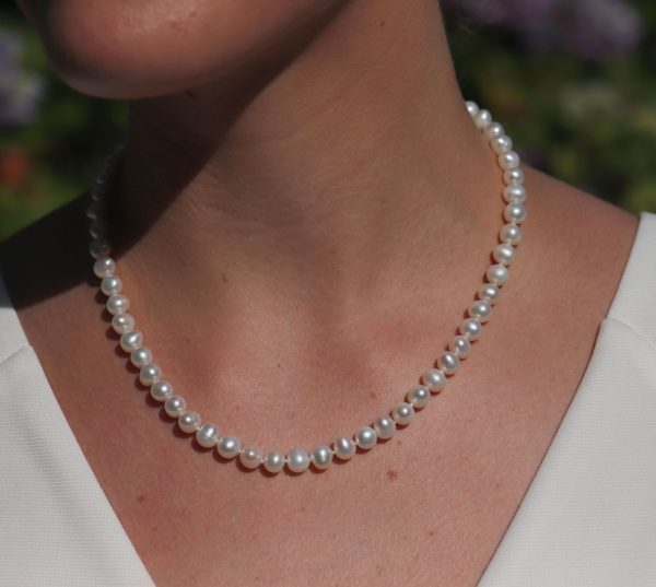 Classic Single Strand Pearl Knecklace 1-min (1)