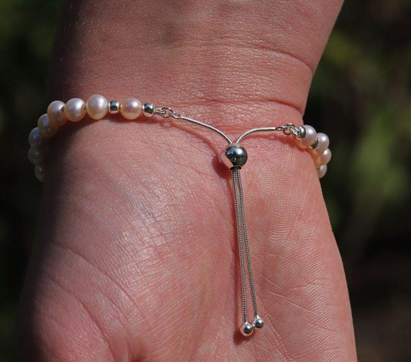 Delicate Pearl Bracelet 2-min (1)