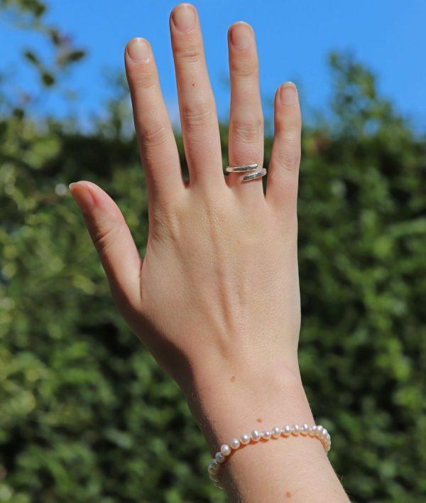 Delicate Pearl Bracelet 3-min (1)